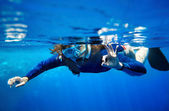 Scuba diver woman in blue water. — Stock Photo