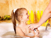 Mother washing child. — Foto Stock