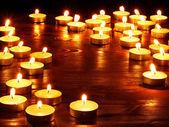 Groep van brandende kaarsen. — Stockfoto