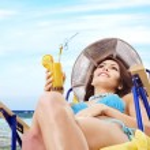 Girl in bikini drink juice through a straw. — Stock Photo