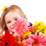 Happy child holding flowers. — Stock Photo #9862195