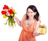 Girl with spring flower and gift box. — Stock Photo