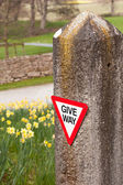 Give way sign on old stone gatepost — Stock Photo