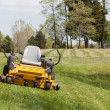 Foto Stock: Zero turn lawn mower on turf with no driver