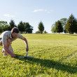 Senior man cutting grass with shears — Stock Photo