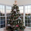 Decorated christmas tree in home — Stok Fotoğraf #7992303