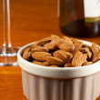 Raw organic almonds in bowl — Stock fotografie