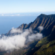 Fog forms on Kalalau valley Kauai — 图库照片