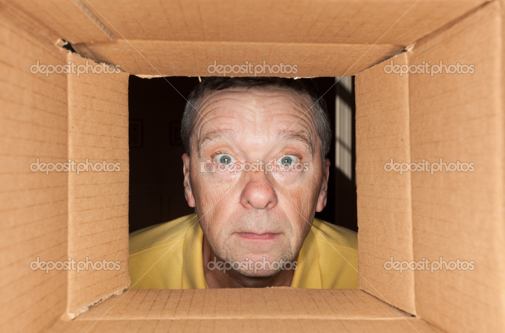 Senior caucasian man looking directly into a cardboard box and being worried — Stock Photo #9540158