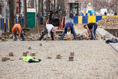 Workmen rebuild cobbled street in Brussels — Stock Photo