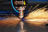 Laser cutting of metal sheet with sparks — 图库照片