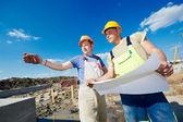Constructores ingenieros en construcción — Foto de Stock