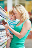 Woman and child choosing produces in grocery shopping mall — Stok fotoğraf