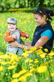 Madre, giocando con il ragazzo bambino — Foto Stock