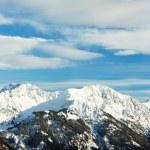 verschneite schöne alpine Berggipfel — Stockfoto