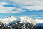 Snow covered beautiful alpine mountain peaks — Stock Photo