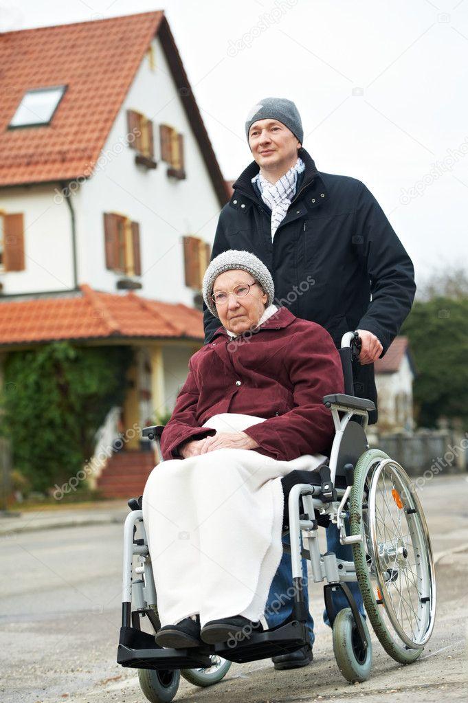 К чему снится женщина инвалид