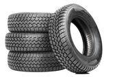 Pila di quattro auto ruota gomme invernali isolato — Foto Stock