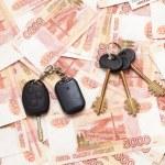 House keys and car key on ready cash money — Stock Photo