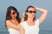 Young Woman Dress Her Friend's Hairs at Seaside — Stock Photo