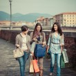 Beautiful Young Women Waliking in the City with Shopping Bags — Foto Stock