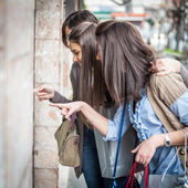 Young Women in front of a Clothing Store — Stok fotoğraf