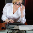 Young woman works with an old typewriter. — Stock Photo