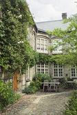 Summer courtyard — Stock Photo