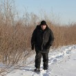 Man walking on winter path — Stock Photo #8747202