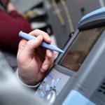 Technician with telecom analyzer — Stock Photo
