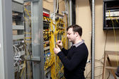 Technician makes cross connections — Stock Photo