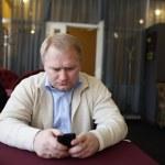 Man reading message — Stock Photo