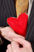 Homem com coração vermelho — Foto Stock