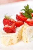 Sweet rolls with strawberry — Stok fotoğraf