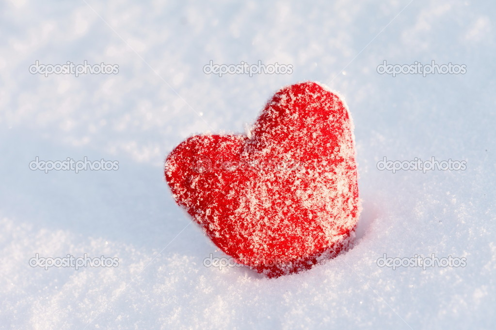 Red heart on the snow — Stock Photo #8694989
