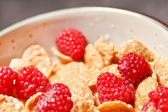 Cornflakes with milk and raspberries — Foto de Stock
