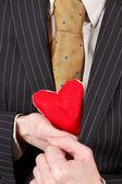 Homme avec coeur rouge — Photo