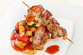 Meat kebab with vegetables — Stock Photo