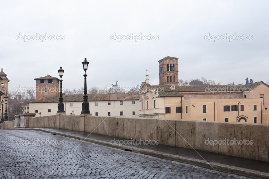 Tranguil urban scene. Old stone bridge with street lamps, Rome, Italy — Stock Photo #8773551