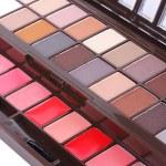 Professional make up eyeshadows set — Stock Photo