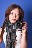 Beautiful woman-photographer — Stock Photo