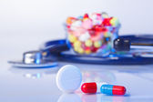 Pills and tablets macro still life on white blue, medical therap — ストック写真