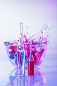 Tıbbi ampul natürmort canlı mor renk — Stok fotoğraf