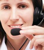 Mujer de negocios con auriculares — Foto de Stock
