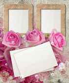 Grunge frame with roses and paper — Stockfoto
