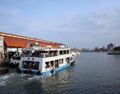 Kaohsiung Harbor Ferry Sails to Chijin Island — Stock Photo