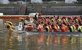 Carreras de botes de dragón en el río amor en taiwán — Foto de Stock