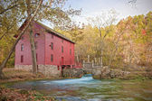 Alley spring mill house — Stock Photo