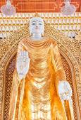 статуя в буддийский храм — Стоковое фото
