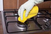 Poêle nettoyage main. — Photo